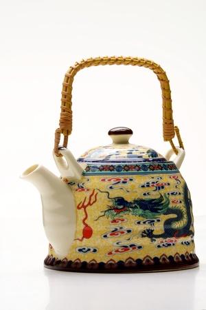 chinese tea pot: Olla de t� chino tradicional, aislado en blanco Foto de archivo