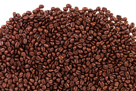 stripe of coffee beans isolated on white Banque d'images