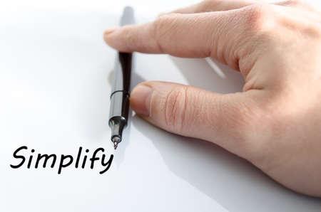 vereenvoudigen: Menselijke hand schrijven Vereenvoudig geïsoleerd over witte achtergrond - business concept