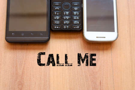 mobiele telefoons: Mobiele Telefoons Tekst Concept - smartphone en oude mobiele telefoon Stockfoto