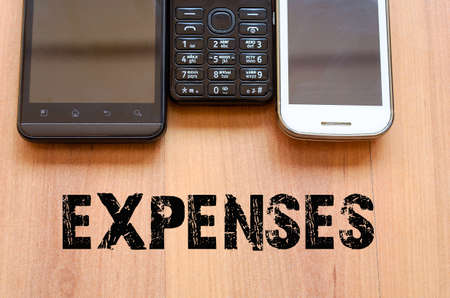 mobiele telefoons: Mobiele Telefoons Concept - smartphone en oude mobiele telefoon
