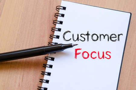 Customer focus text concept write on notebook Banque d'images