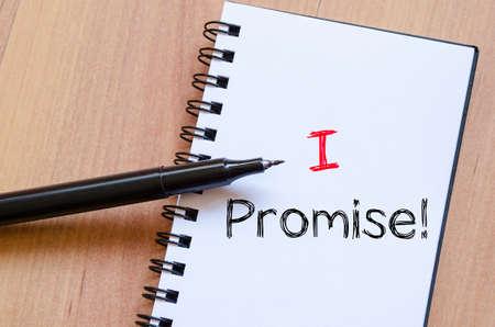 Prometto di testo concetto di scrittura su notebook