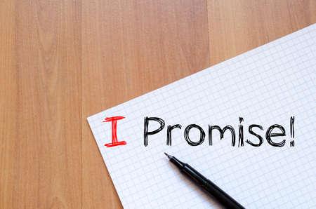Prometto di testo concetto di scrittura su notebook Archivio Fotografico