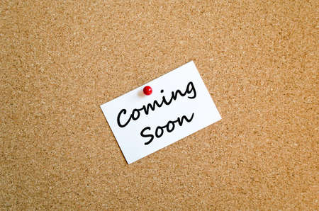 imminent: Sticky Note On Cork Board Background And conceptual text Stock Photo