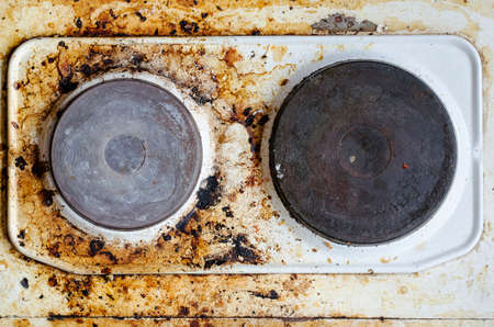 very dirty: Very dirty hot plate in the kitchen
