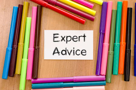 tenet: Expert advice text, Felt-tip pen and note on a wooden background