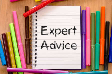 tenet: Expert advice text, Felt-tip pen and notepad on a wooden background