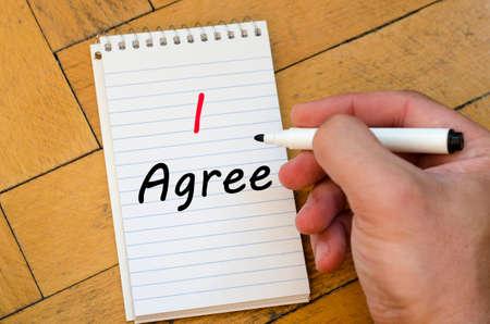 agree: Estoy de acuerdo en el texto Concepto de escritura en el cuaderno Foto de archivo