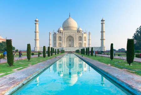 Вид Тадж-Махал на рассвете, Агра, Индия. Фото со стока - 35583171