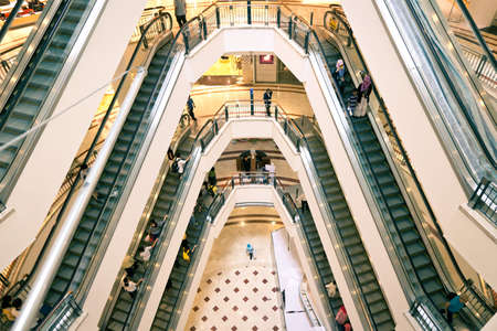 comprando: Suria KLCC centro comercial Editorial