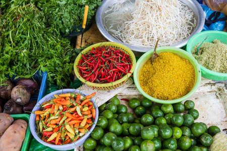 Baskets with spices at vietnamese wet market Phu Quoc Island Vietnam. Foto de archivo