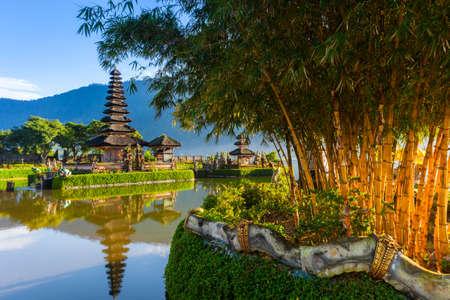 bratan: Pura Ulun Danu Bratan at sunrise, famous temple on the lake, Bedugul, Bali, Indonesia.