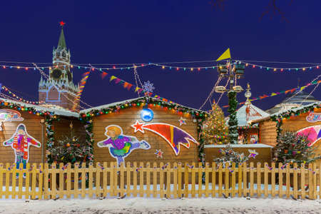 Moscow, Russia - December 08, 2015: View of the Spasskaya Kremlin Tower with Christmas market on the foreground on December 08, 2016 in Moscow, Russia Редакционное
