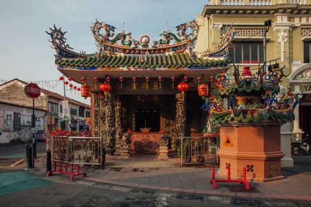 George Town, Malaysia - March 21, 2016: Sunset view of the Choo Chay Keong Temple adjoined to Yap Kongsi clan house, Armenian Street, George Town, Penang, Malaysia on March 21, 2016. Редакционное