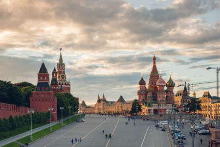 Москва, Россия - 17 июня 2017 года: прекрасный закат на Красной площади 17 июня 2017 года в Москве, Россия.