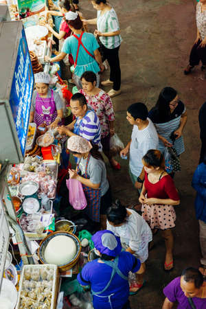 Chiang Mai, Thailand - August 27, 2016:  A group customers crowds near the food stall at the Warorot market on August 27, 2016 in Chiang Mai, Thailand. Редакционное