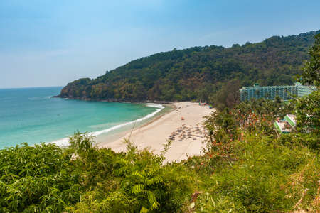 Дневной вид на пляж Карон Ной, Пхукет, Таиланд.