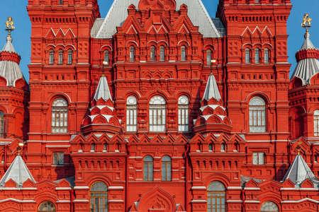 Архитектурные детали фасада Исторического государственного музея России, Красная площадь, Москва.