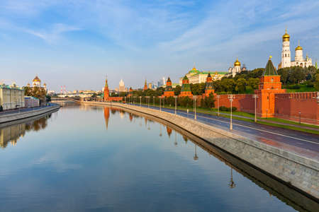 Взгляд на Московский Кремль утром, Москва, Россия Фото со стока
