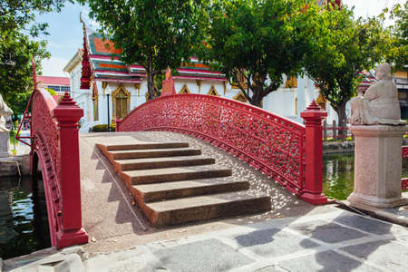 Bangkok, Thailand - September 10, 2016: Cup Bridge at Wat Benchamabophit also known as Marble Temple on Septemper 10, 2016 in Bangkok, Thailand. Редакционное