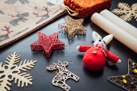 Christmas holiday decorations prepared for gift packing Фото со стока - 90022954