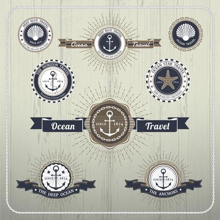 ancla: Etiquetas de viaje ancla n�uticas con estallido de rayos y la cinta sobre fondo de madera