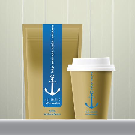 chicchi di caff?: Caffè e fagioli pacchetto impostato sullo sfondo di legno