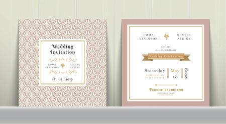 Tarjeta de invitación de la boda del art déco en oro y rosa en el fondo de madera