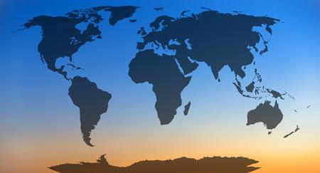 cielo atardecer: Mapa del mundo, continentes en el fondo del cielo puesta de sol