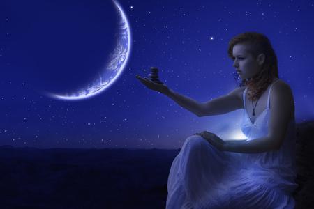 piedras zen: Retrato de la mujer pelirroja celebraci�n de piedras de zen en la mano en el borde del acantilado de otro planeta. Foto de archivo