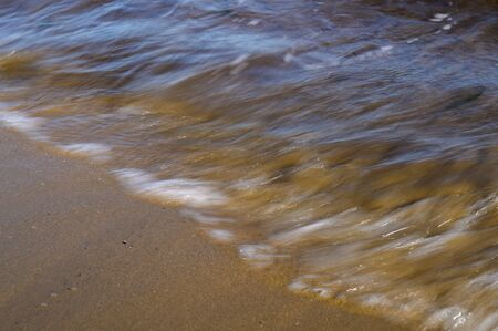Waves on the seashore captured with a slow shutter speed. Natural abstract motion background. Stockfoto