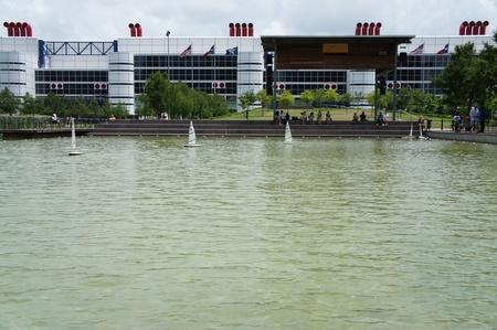 kinder: Houston, Texas - domenica 24 aprile 2011: Kinder lago � una delle caratteristiche di scoperta verde firma. Situato sul lato nord del parco vicino la fase Anheuser-Busch Editoriali