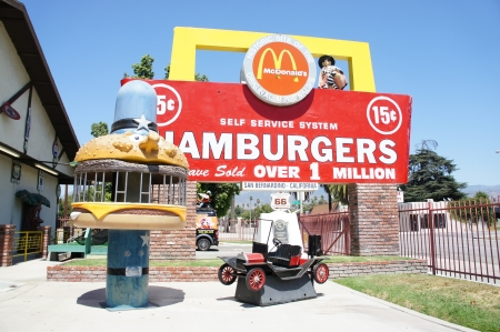 McDonalds en primer lugar, San Bernardino, California Foto de archivo - 10484505