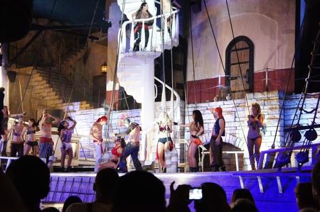 schateiland: Las Vegas, Nevada - 1 september 2011: Famous Treasure Island Piraten Show in Las Vegas, Sirens van TI