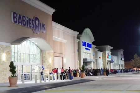 Houston, Texas - 23 de novembro de 2012 ToysRUs para lançar o evento MAIOR FEIRA PRETA AT 08:00 em Ação de Graças NOITE COM MAIS DE 200 DOORBUSTERS INCRÍVEIS