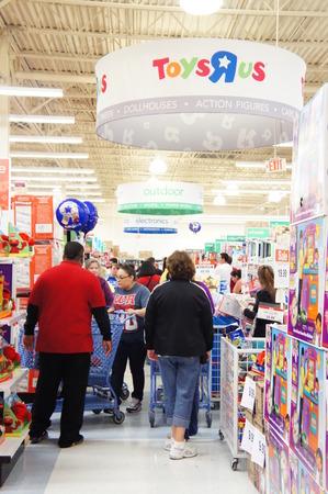Houston, Texas - 23 de novembro de 2012, ToysRUs para lançar o evento MAIOR FEIRA PRETA AT 20:00 em Ação de Graças NOITE COM MAIS DE 200 DOORBUSTERS INCRÍVEIS