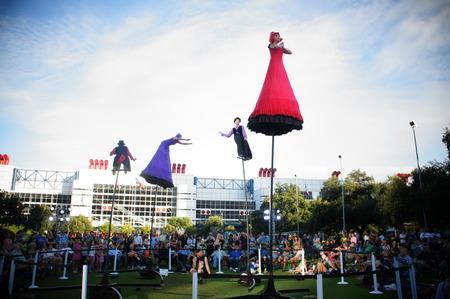 Houston, Texas - 20 de setembro - 22 de setembro de 2013 Australias Strange Fruit traz teatro, dança e circo para o Jones Lawn, Discovery Green