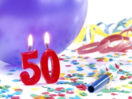 velas de cumplea�os: Velas de cumplea�os que muestran Nr 50 Foto de archivo
