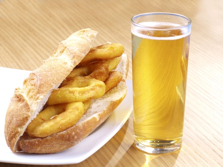 calamares: Bocadillo de calamares a la romana Fried Calamari sandwich Stock Photo