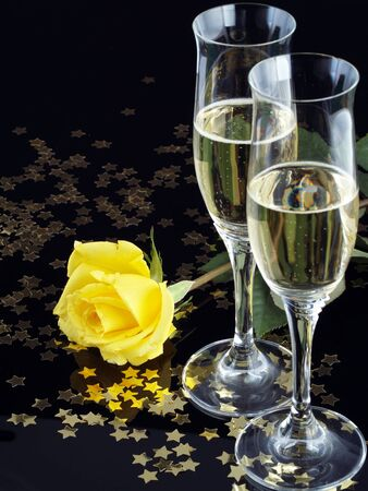 champagne flute: Yellow rose and champagne for a seduction evening.