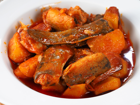 All i Pebre de Anguila – European Eel with garlic and paprika  Traditional Valencian dish, stew with european eel, potatoes, garlic, and paprika. 版權商用圖片