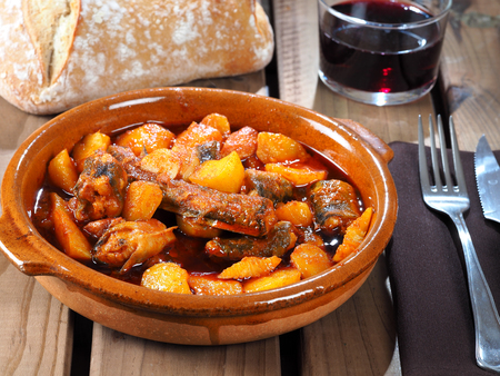 All i Pebre de Anguila – European Eel with garlic and paprika  Traditional Valencian dish, stew with european eel, potatoes, garlic, and paprika. Reklamní fotografie - 99312151