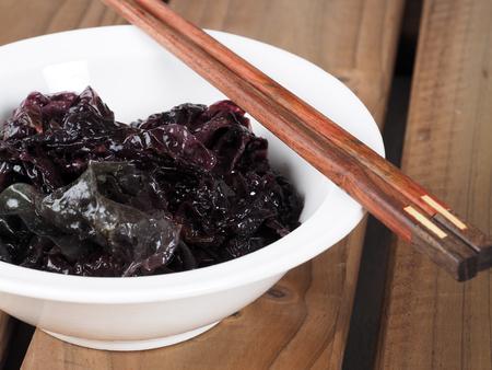 Nori Seaweed – Alga Nori  Edible seaweed of the red algae. Binomial name: Porphyra Umbilicalis. It is used in dried sheets to wrap the sushi.