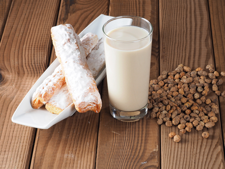 HORCHATA Horchata is a drink, made with the juice of tigernuts and sugar.  Native from Valencia – Spain, it is a refreshing drink, often accompanied with long thin buns called  fartons. Banco de Imagens