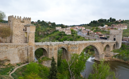 moresque: this is the old bridge on the tagus river, toledo, spain Stock Photo