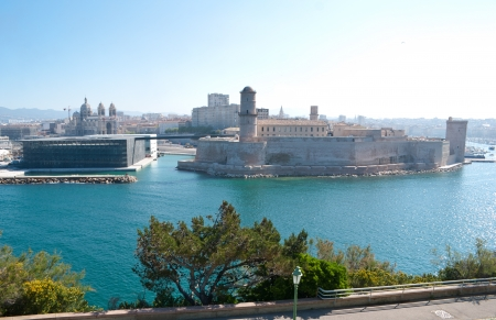 civilisations: Since 2013 Fort Saint-Jean is linked by two thin bridges to the historical district Le Panier and to the first French national museum called Musée des Civilisations de lEurope et de la Méditerranée (the Museum of Civilisations from Europe and the Medi Stock Photo
