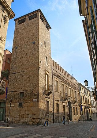 パドヴァ, イタリア - 2012 年 4 月 23 日: 展覧会、その他のイベントは、4 月 23 日パドヴァ経由フランチェスコに位置する、中世の宮殿 Palazzo Zabarella  報道画像
