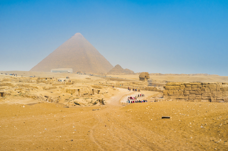 cheops: The Great Pyramid of Giza (Pyramid of Khufu or the Pyramid of Cheops) is the oldest and largest of the three pyramids in the Giza Necropolis, Egypt. Stock Photo