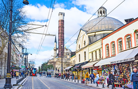 kapalicarsi: ISTANBUL, TURKEY - JANUARY 13, 2015: The shopping Divan Yolu street with the famous roman Column of Constantine, on January 13 in Istanbul.
